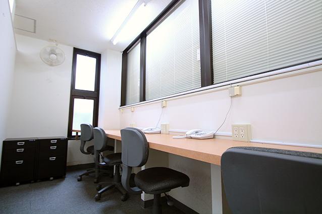 4名様用のお部屋 - レンタルオフィス